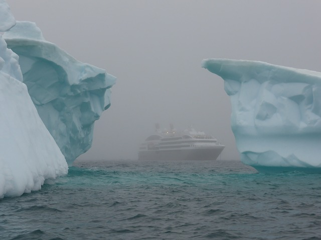 icebergs-337607_640